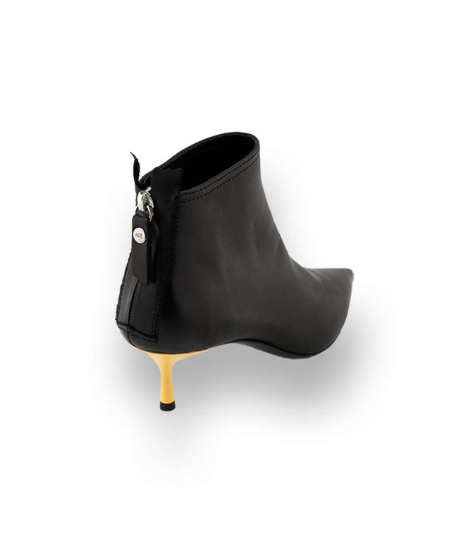 Stiefelette von AGL in schwarz mit gelben Absatz